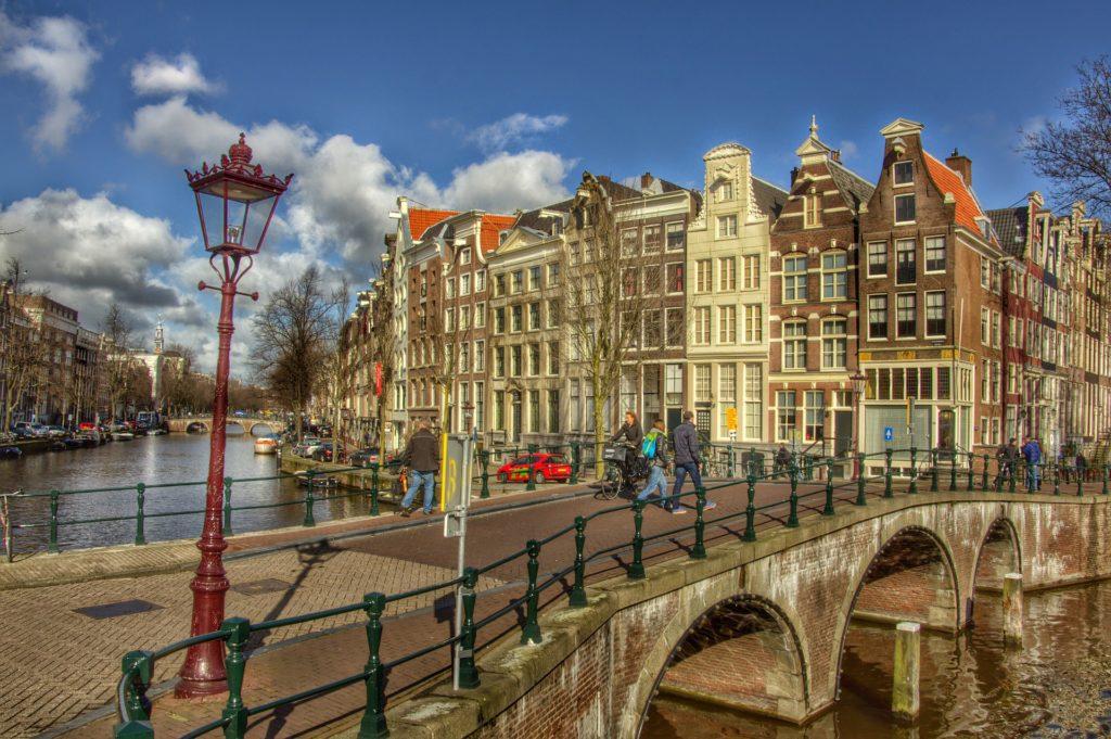 amsterdam-686460_1920
