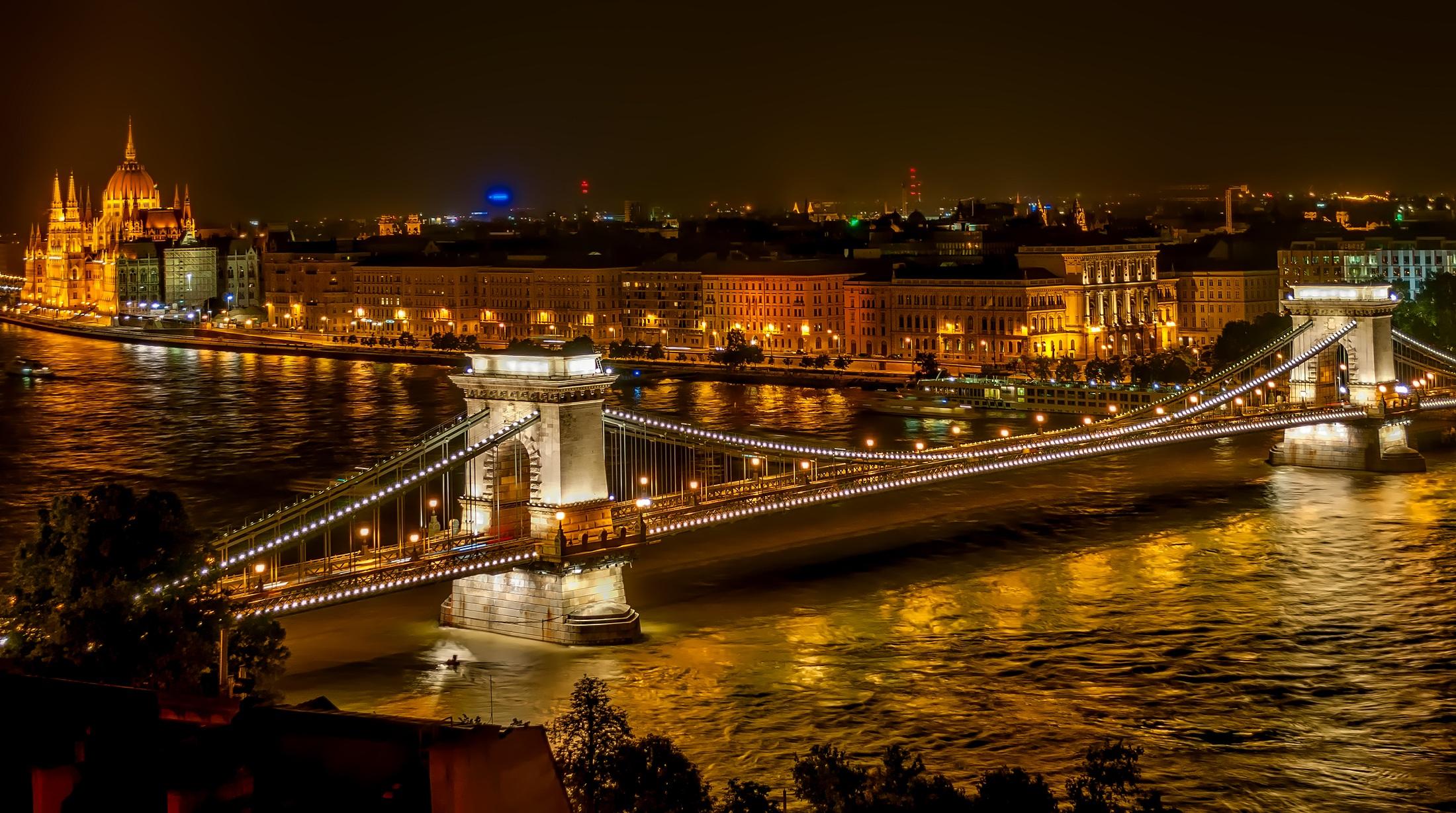 szechenyi-chain-bridge-1758196