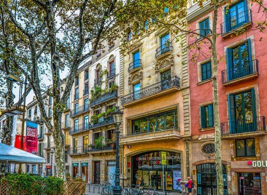 barcelona-2088158_640